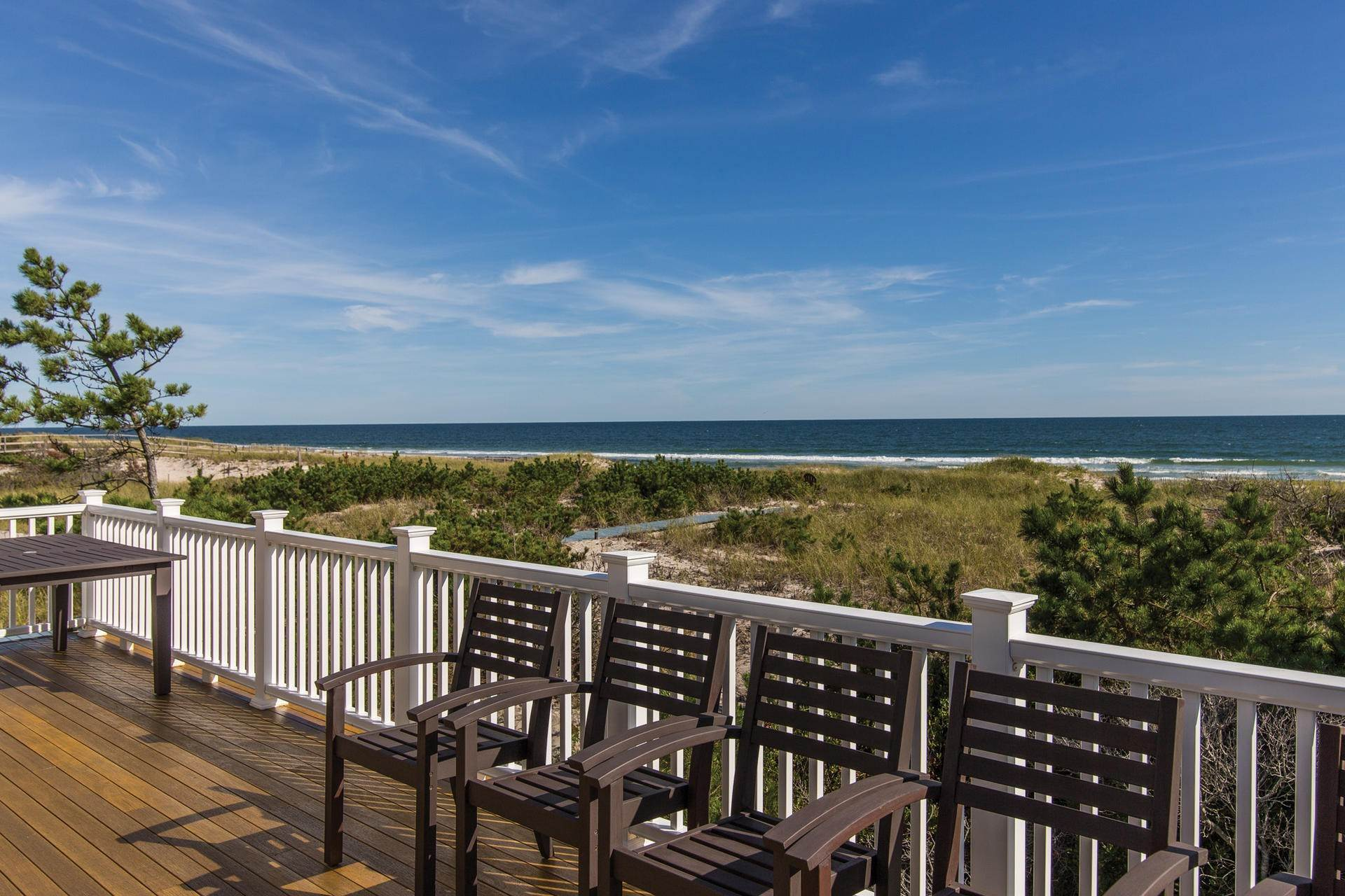 Single Family Home at Gorgeous Oceanfront With Row To Bay Westhampton, NY 11976
