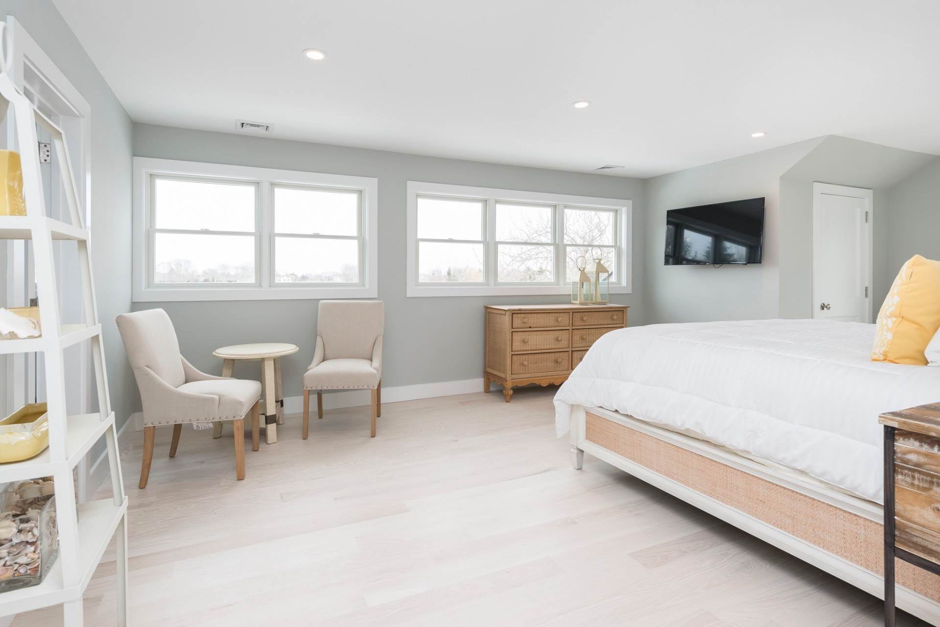 10. Single Family Home at New Sagaponack Modern Farmhouse On Reserve Sagaponack Village, NY 11962