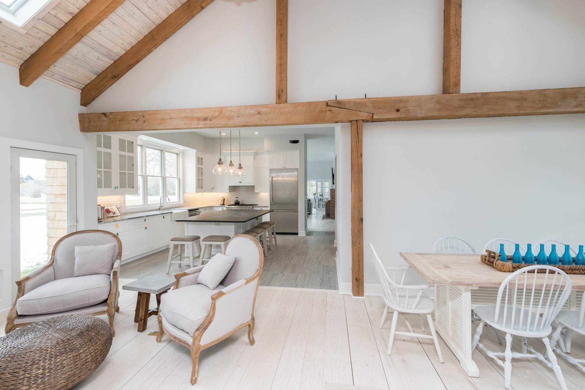 9. Single Family Home at New Sagaponack Modern Farmhouse On Reserve Sagaponack Village, NY 11962