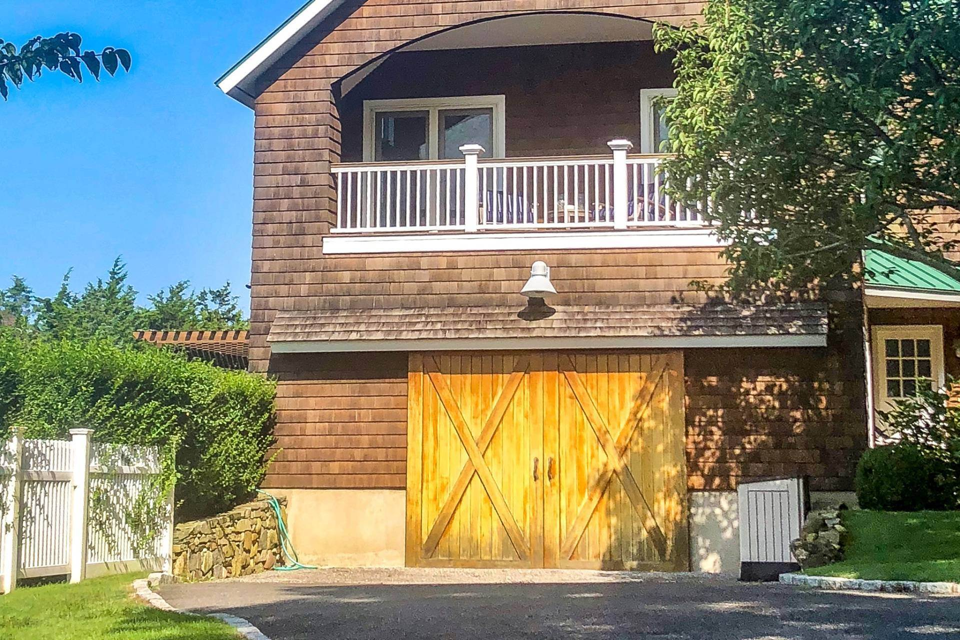 20. Single Family Home at Sunset Retreat In Water Mill 90 Lopers Path, Bridgehampton, NY 11976