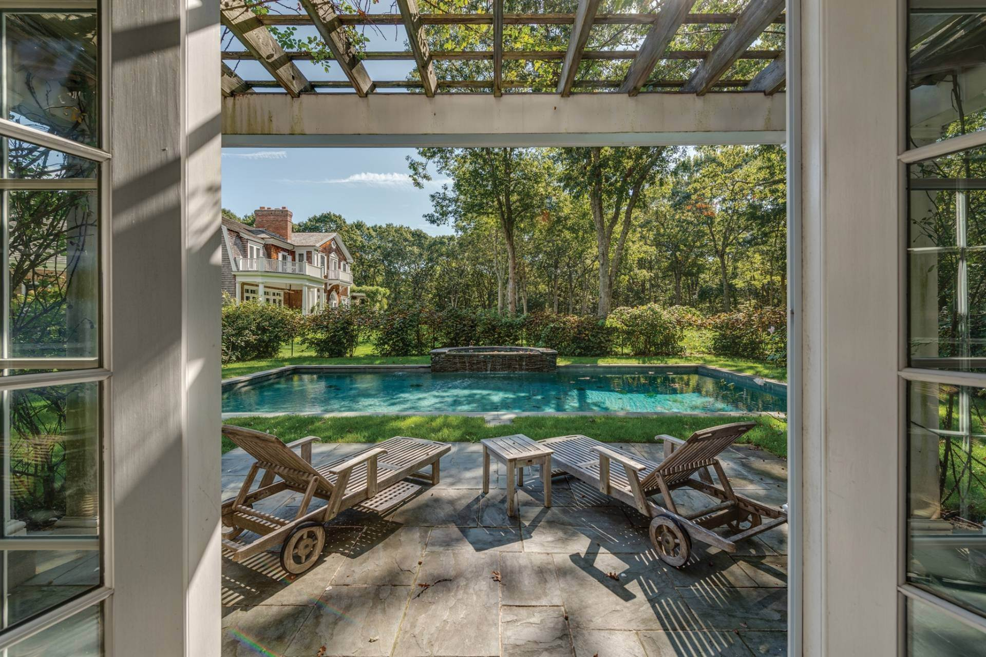 24. Single Family Home at East Hampton Classic With Pool And Privacy East Hampton, NY 11937