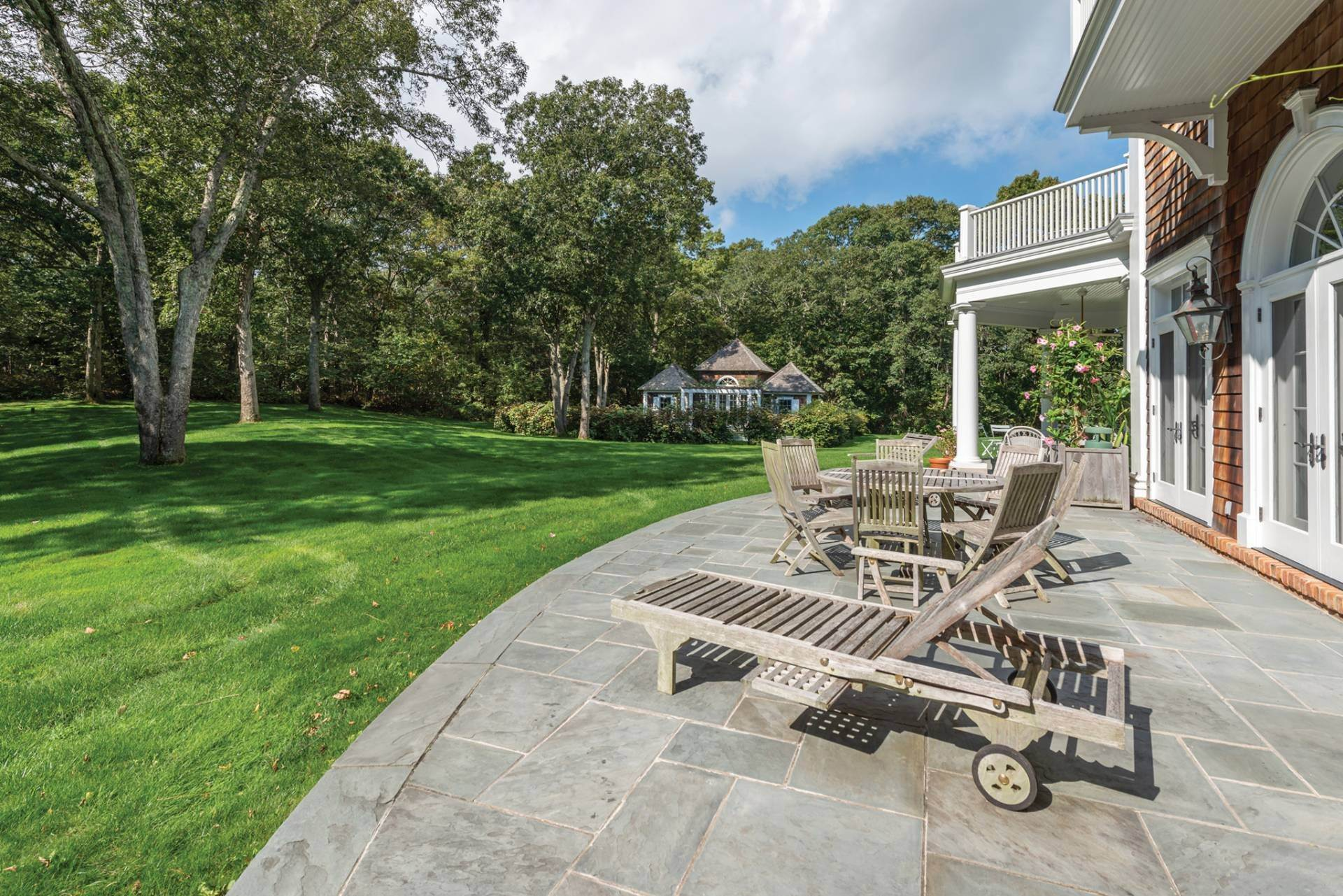 21. Single Family Home at East Hampton Classic With Pool And Privacy East Hampton, NY 11937
