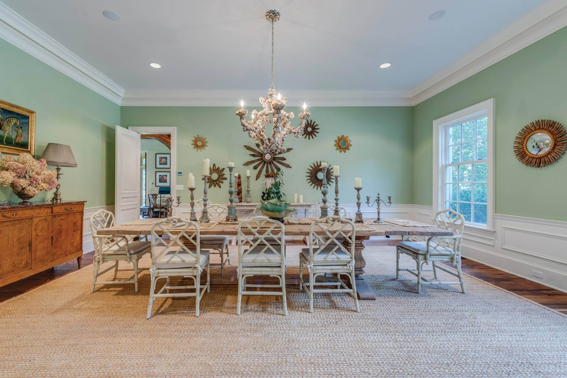 4. Single Family Home at East Hampton Classic With Pool And Privacy East Hampton, NY 11937