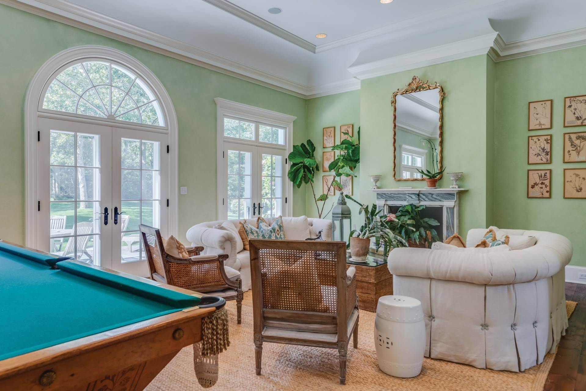 7. Single Family Home at East Hampton Classic With Pool And Privacy East Hampton, NY 11937