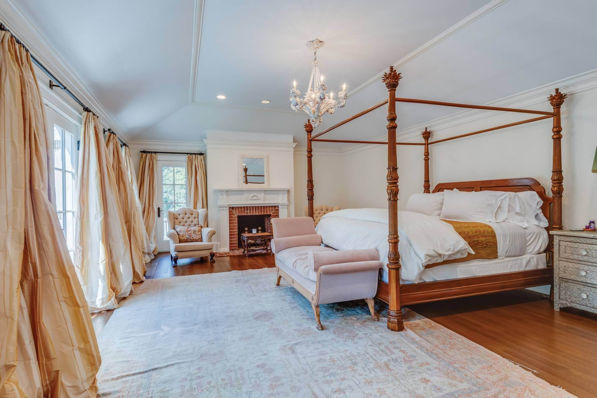 11. Single Family Home at East Hampton Classic With Pool And Privacy East Hampton, NY 11937