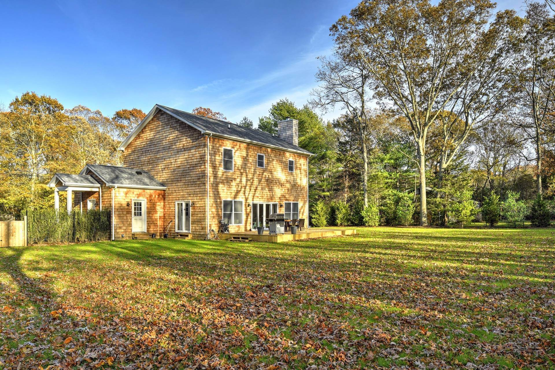 17. Single Family Home at Beautiful East Hampton Getaway East Hampton, NY 11937