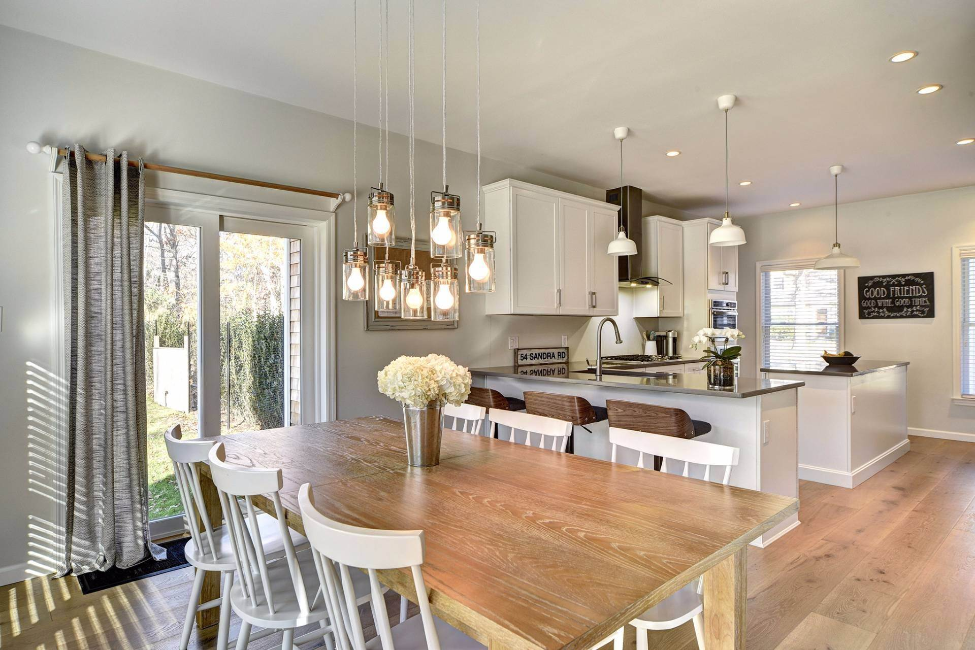 6. Single Family Home at Beautiful East Hampton Getaway East Hampton, NY 11937