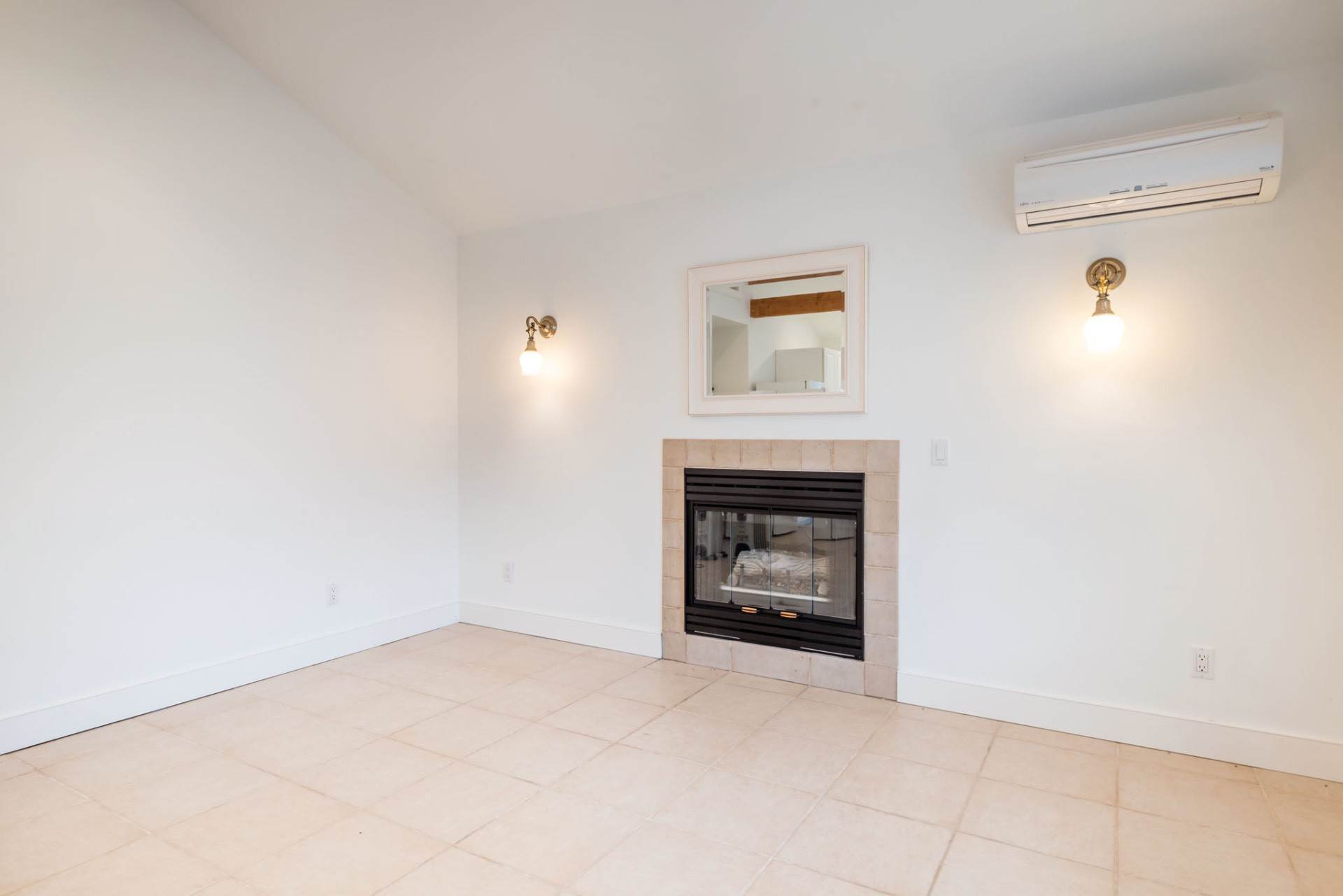 20. Single Family Home at Private & Newly Renovated In Southampton Village Southampton, NY 11968