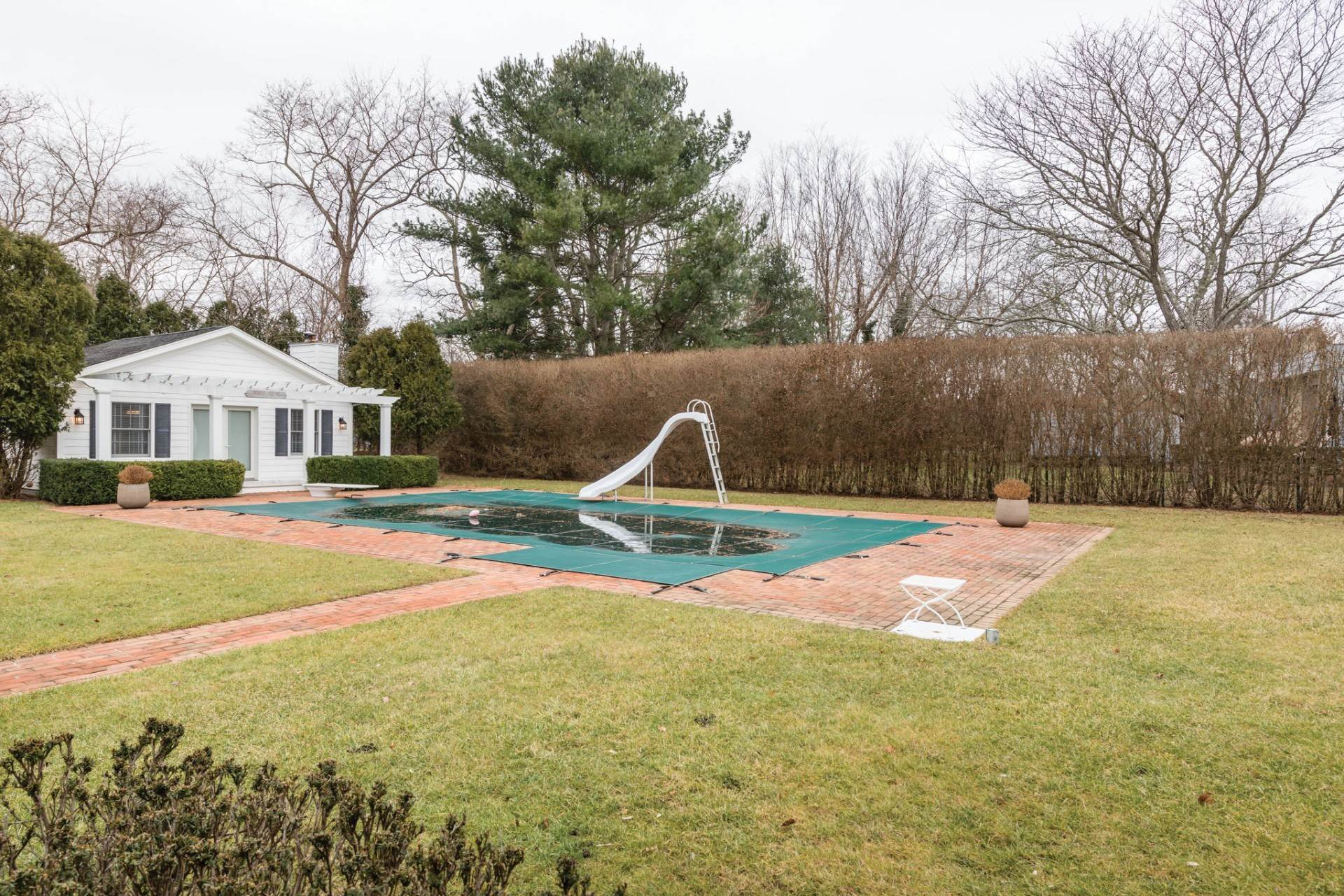 18. Single Family Home at Private & Newly Renovated In Southampton Village Southampton, NY 11968