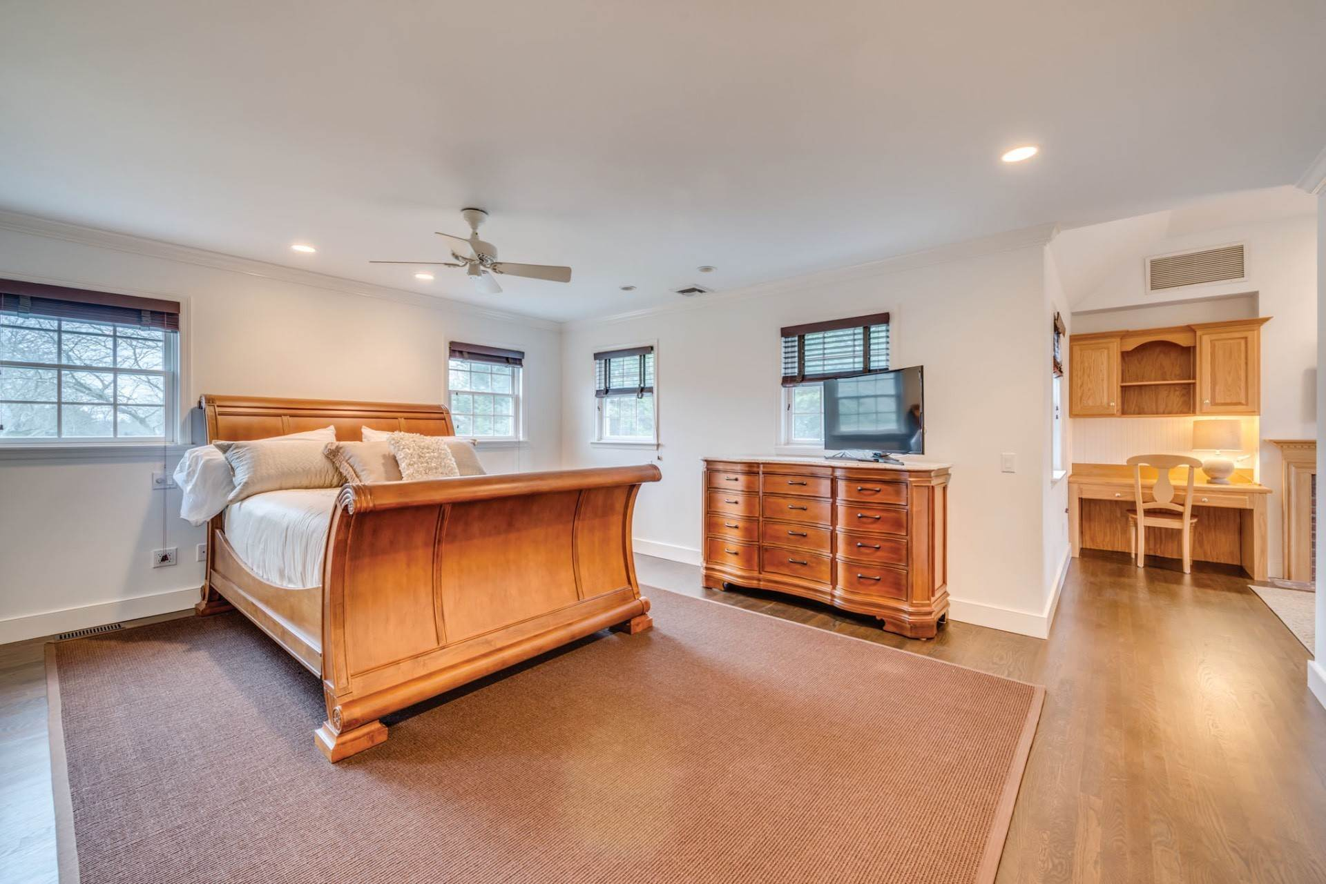 10. Single Family Home at Private & Newly Renovated In Southampton Village Southampton, NY 11968