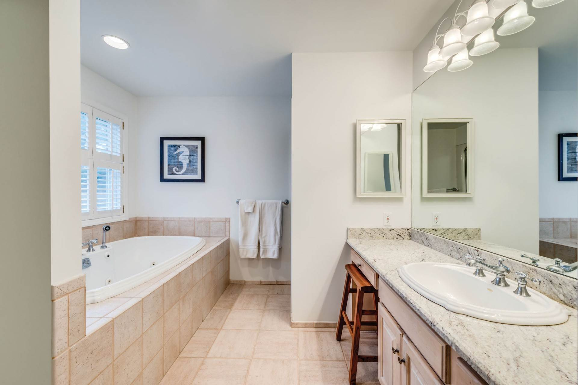 13. Single Family Home at Private & Newly Renovated In Southampton Village Southampton, NY 11968