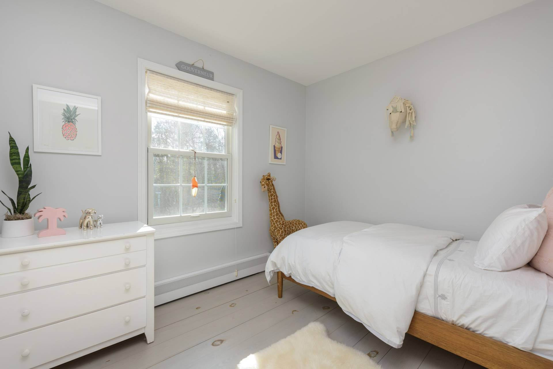 19. Single Family Home at Designer Renovated In Springs 62 Clinton Street, East Hampton, NY 11937