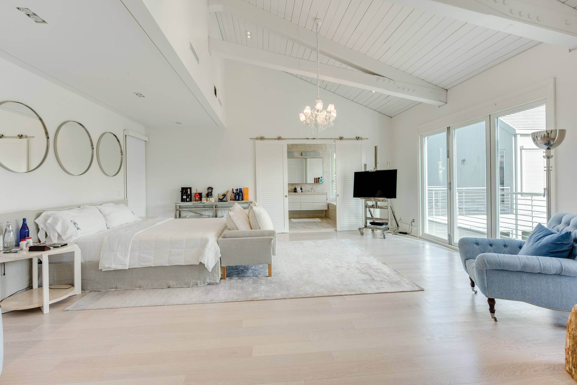 17. Single Family Home at Spacious Living And Entertaining At Its Best Southampton, NY 11968