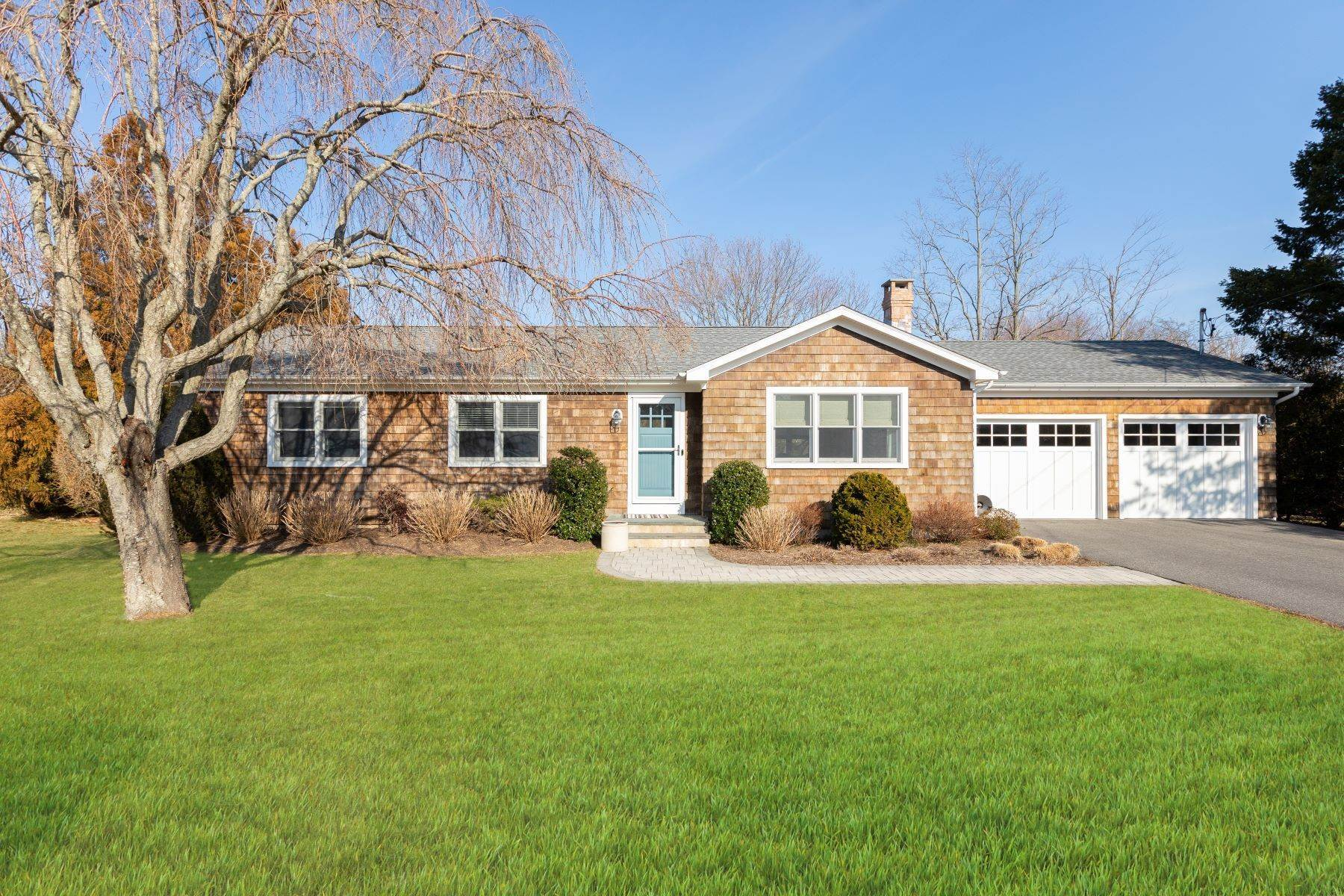 Single Family Home for Sale at Mattituck, NY 11952