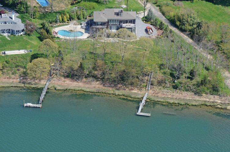 Single Family Home at Stunning Shelter Island Bay Front With Dock And Pool Shelter Island Heights, NY 11964