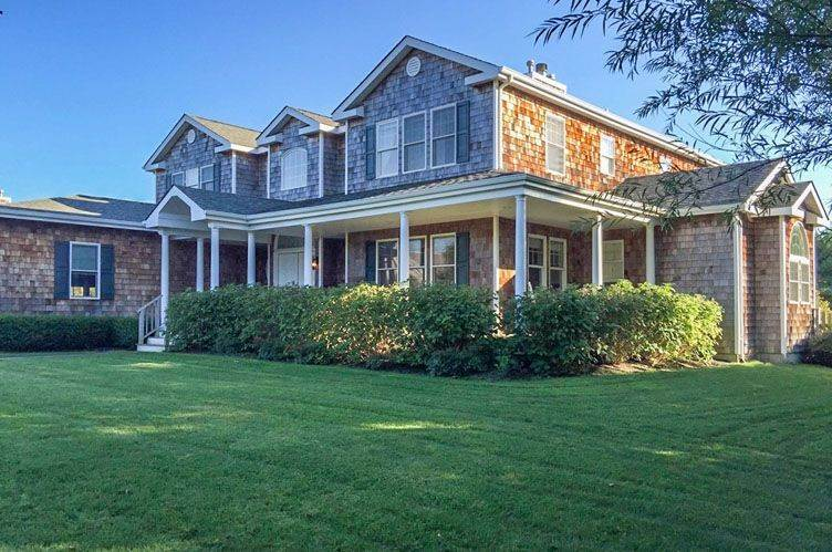 Single Family Home at Southampton North Beauty Southampton, NY 11968