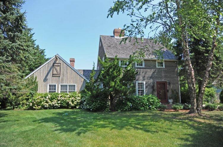 Single Family Home at Bridgehampton South Of The Highway Traditional Bridgehampton, NY 11932