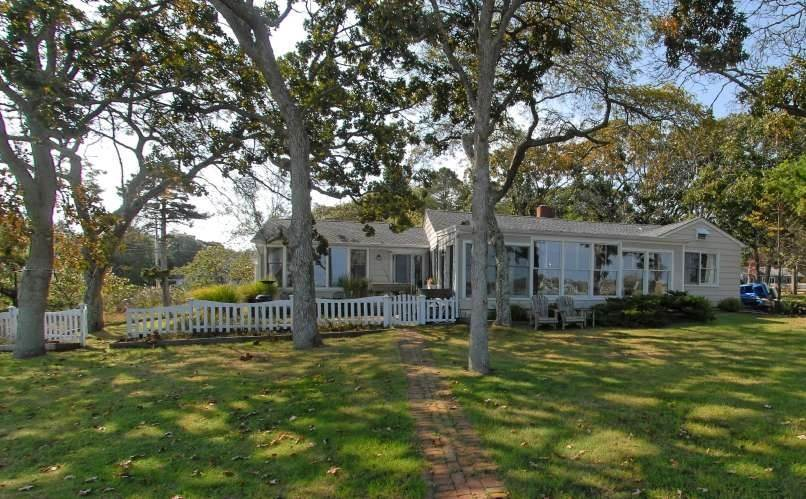 Single Family Home at Shelter Island Cottage With Beach, Dock & Mooring Shelter Island Heights, NY 11964