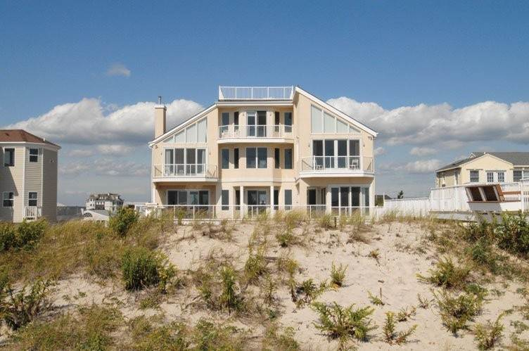 Single Family Home at Oceanfront Beauty Winter Available Summer Or Year Round Westhampton Dunes Village, NY 11978