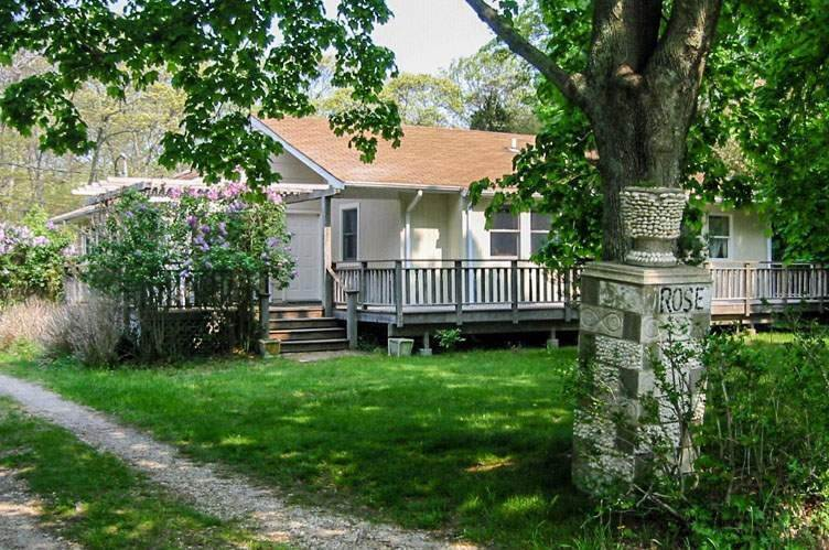 2. Single Family Home at Shelter Island Close Proximity To Beach With Pool Shelter Island Heights, NY 11964