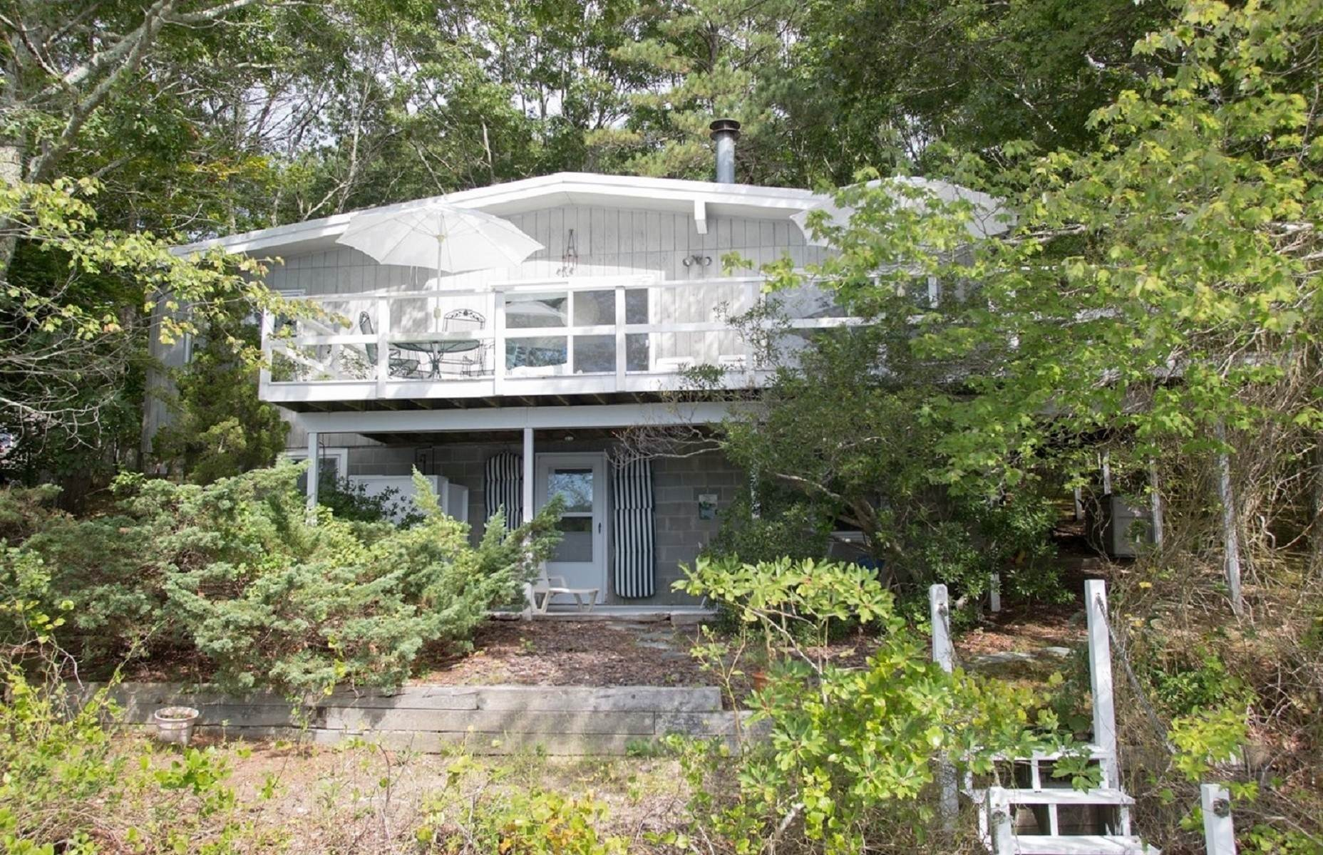 3. Single Family Home at Southampton Pondfront Paradise Southampton, NY 11968