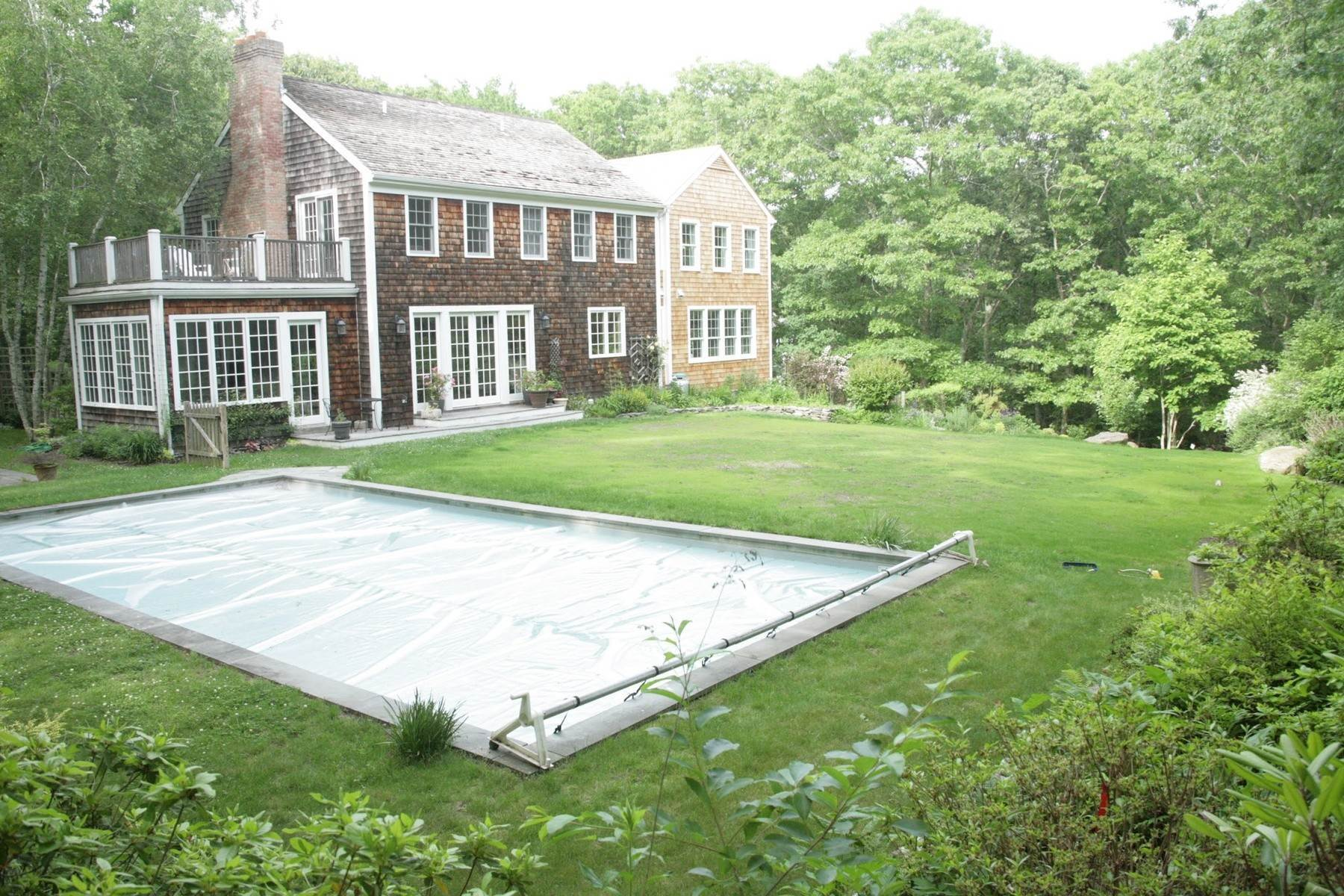 3. Single Family Home at Great Bridgehampton Neighborhood Bridgehampton, NY 11932