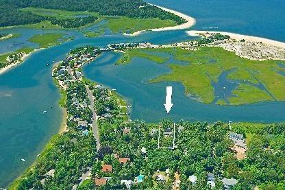 Single Family Home at Southampton Waterfront High Design Close To Ocean Beaches Southampton, NY 11968