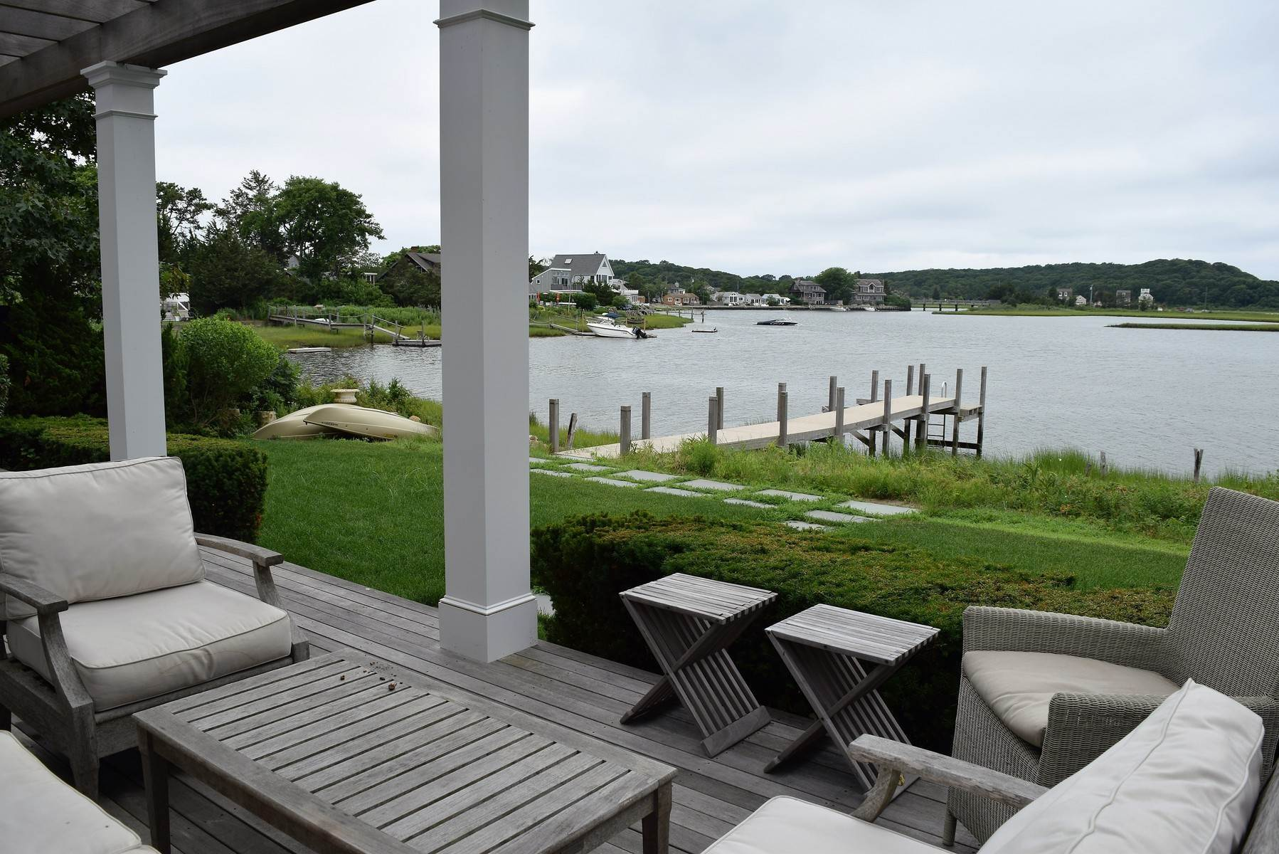 2. Single Family Home at Southampton Waterfront High Design Close To Ocean Beaches Southampton, NY 11968