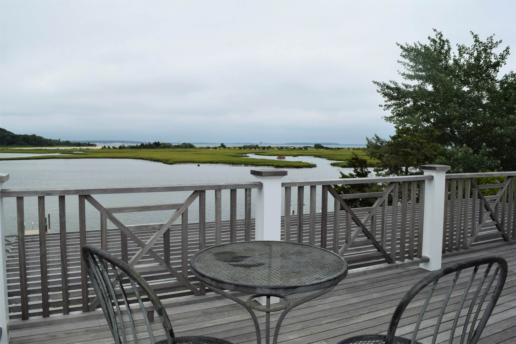 15. Single Family Home at Southampton Waterfront High Design Close To Ocean Beaches Southampton, NY 11968