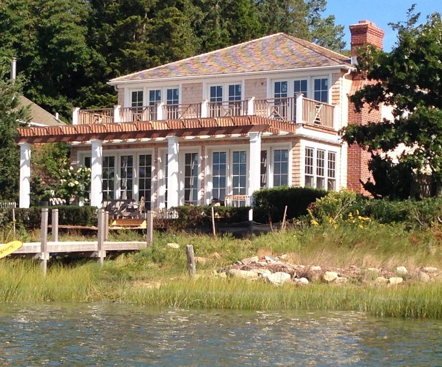 3. Single Family Home at Southampton Waterfront High Design Close To Ocean Beaches Southampton, NY 11968