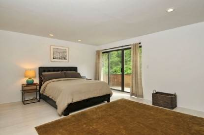 20. Single Family Home at 4 Bedroom Contemporary Home With Pool And Privacy Southampton, NY 11968