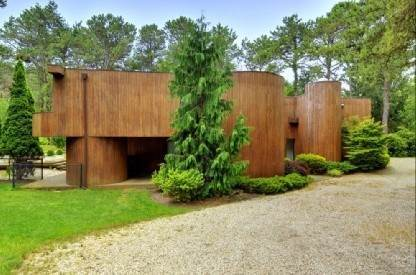 24. Single Family Home at 4 Bedroom Contemporary Home With Pool And Privacy Southampton, NY 11968