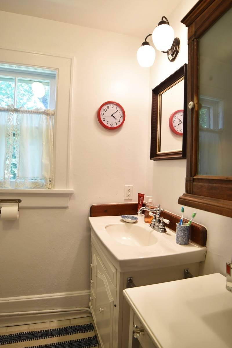 17. Single Family Home at Charming And Walkable To Southampton Village Shops Southampton, NY 11968