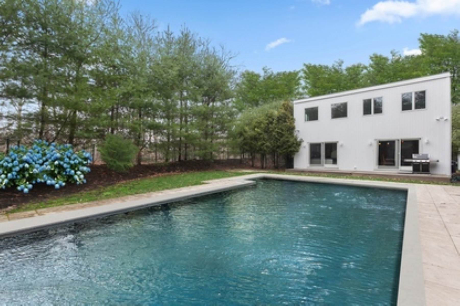 13. Single Family Home at East Hampton Contemporary East Hampton, NY 11937
