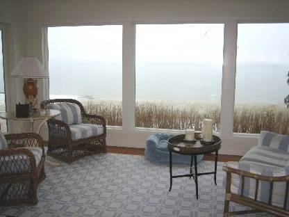 7. Single Family Home at Southampton Waterfront With Private Beach! Southampton, NY 11963
