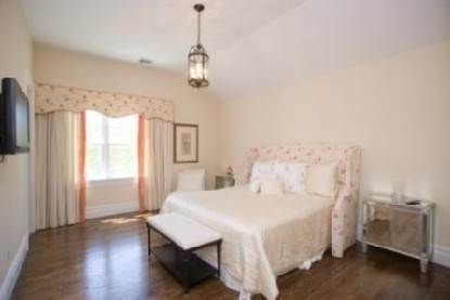 3. Single Family Home at Gorgeous Gambrel Southampton North - 8 En Suite Bedrooms Southampton, NY 11968
