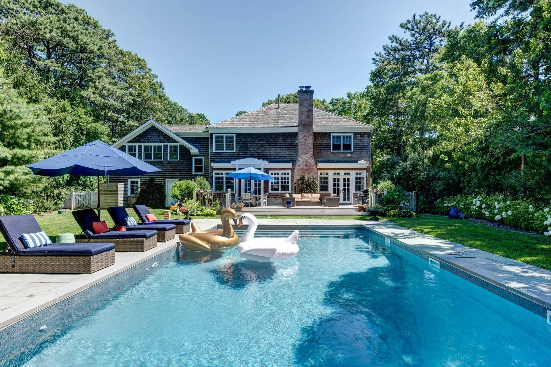22. Single Family Home at Rental Near East Hampton & Sag Harbor Villages East Hampton, NY 11937