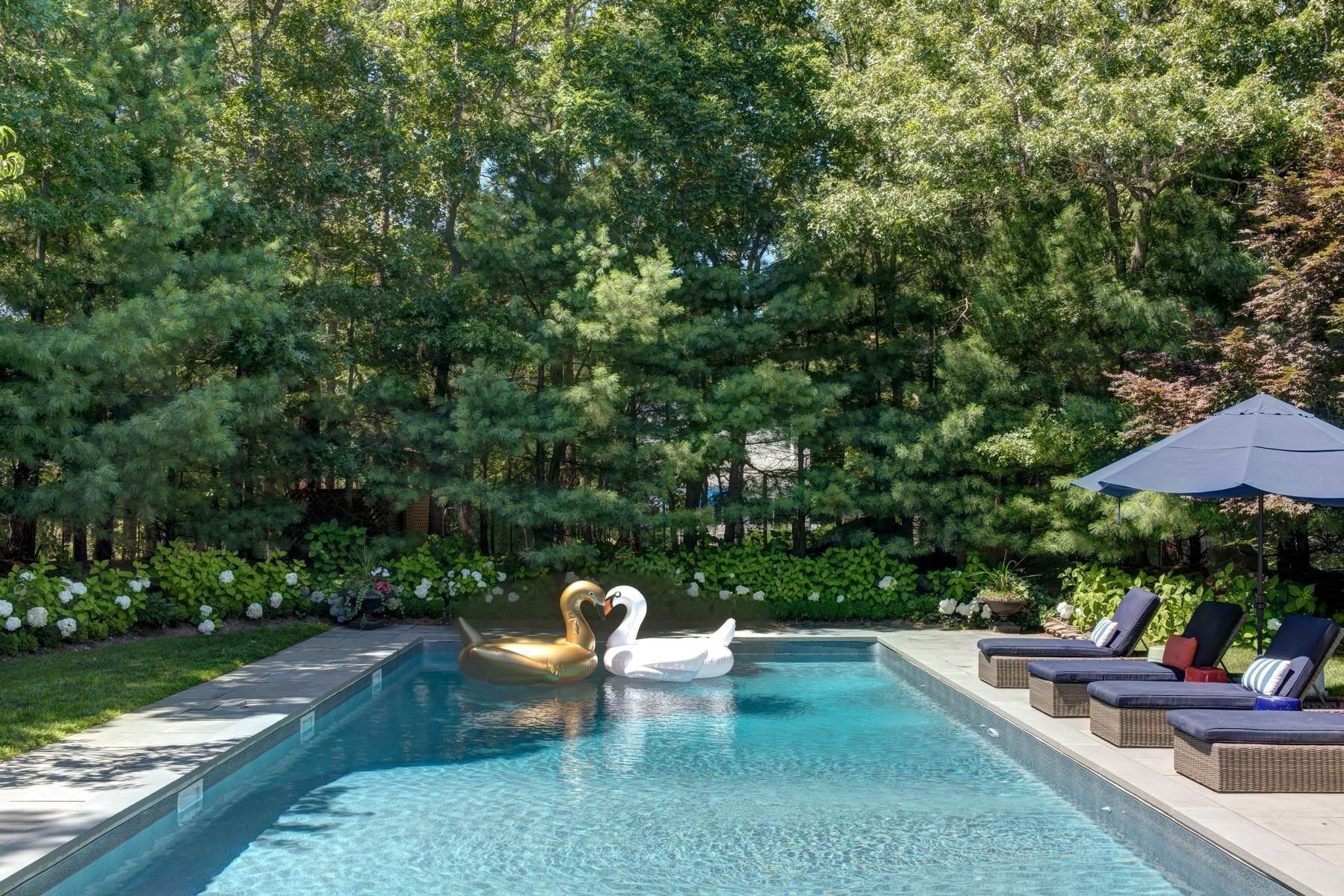 24. Single Family Home at Rental Near East Hampton & Sag Harbor Villages East Hampton, NY 11937