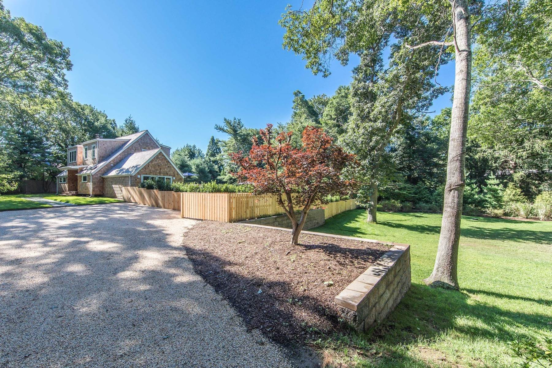 Single Family Home at East Hampton Village Private South Of Highway Barn Rental East Hampton, NY 11937