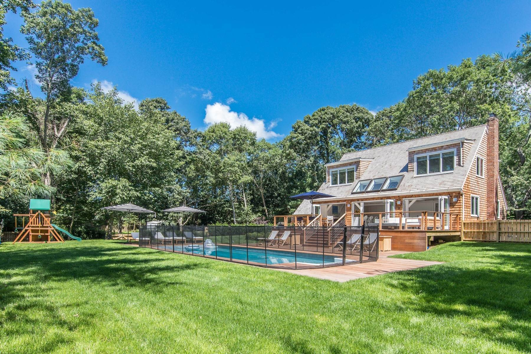 2. Single Family Home at East Hampton Village Private South Of Highway Barn Rental East Hampton, NY 11937