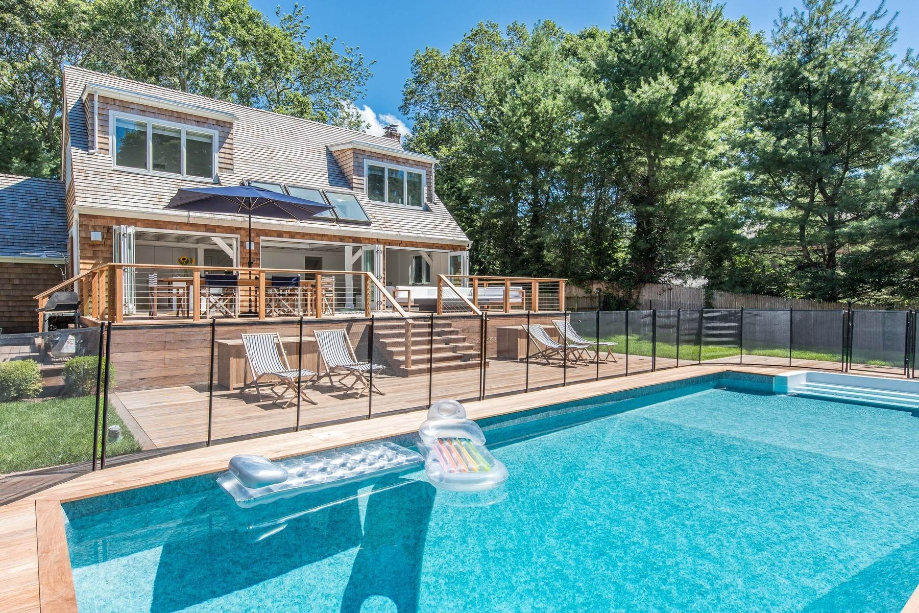 9. Single Family Home at East Hampton Village Private South Of Highway Barn Rental East Hampton, NY 11937