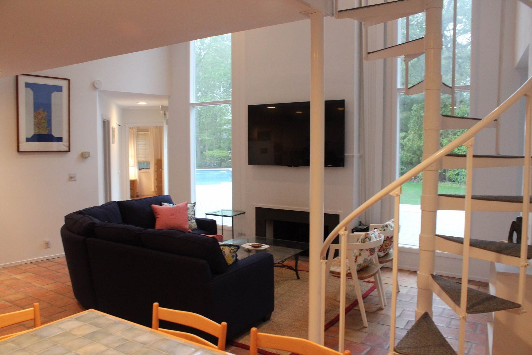 8. Single Family Home at Quogue 4 Bedroom Summer Rental With Pool Quogue Village, NY 11959