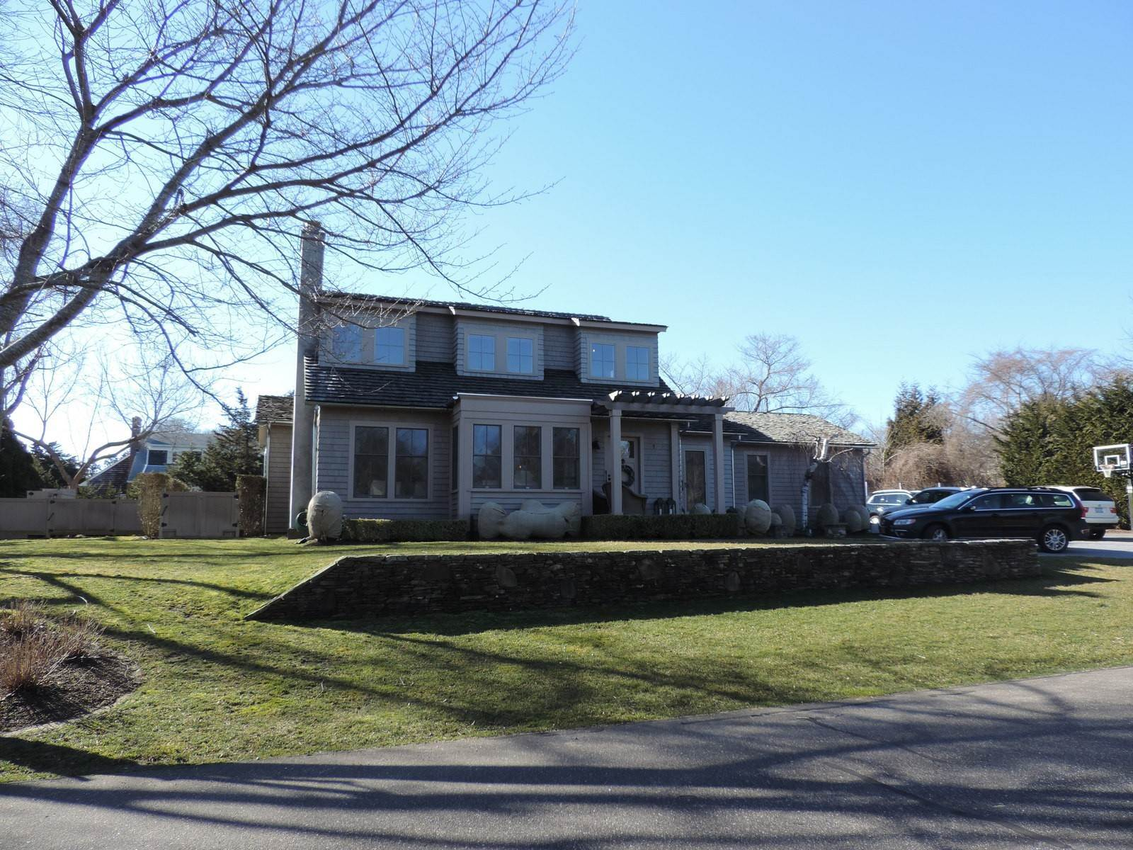 11. Single Family Home at Pristine Year-Round Rental Near The Village Of East Hampton! East Hampton, NY 11937