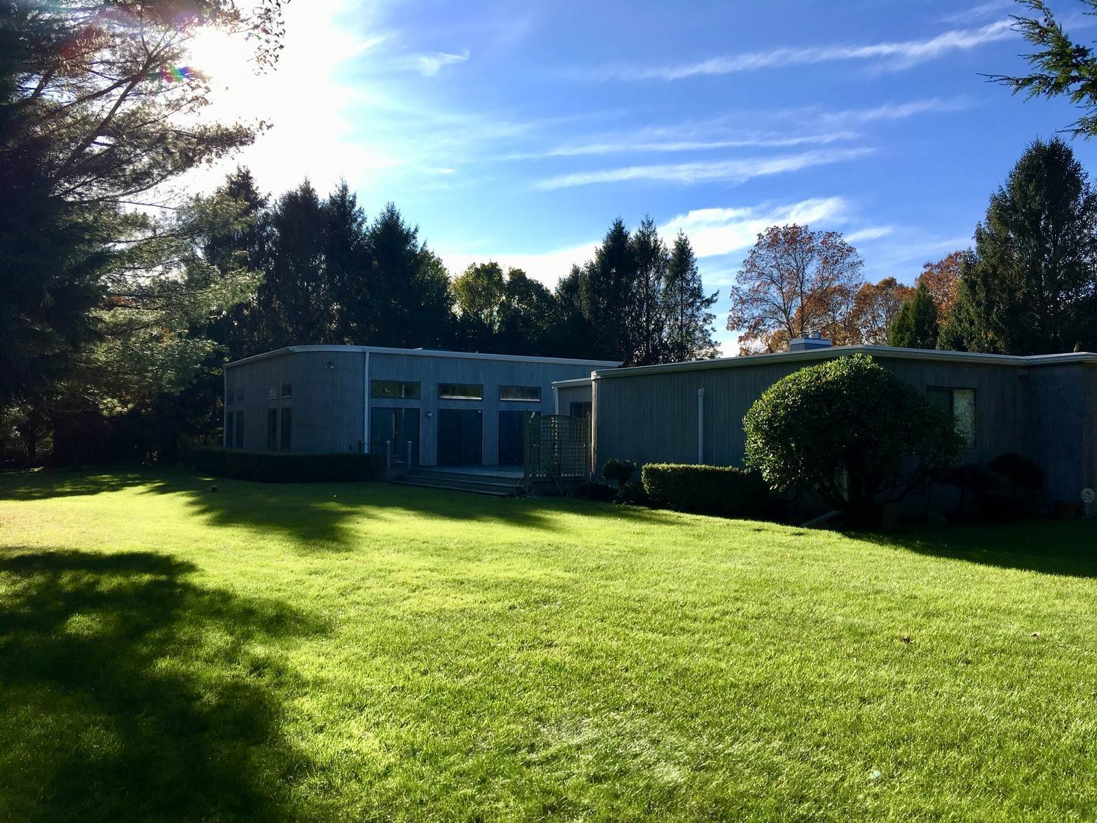 2. Single Family Home at Close To East Hampon Village! East Hampton, NY 11937