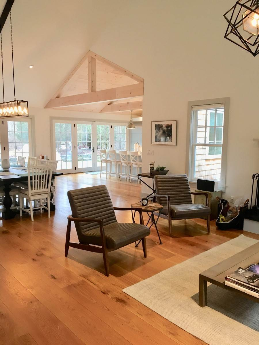 2. Single Family Home at Fabulously Renovated Crisp Clean 4 Bed/4 Bath In Bridgehampton Bridgehampton, NY 11932