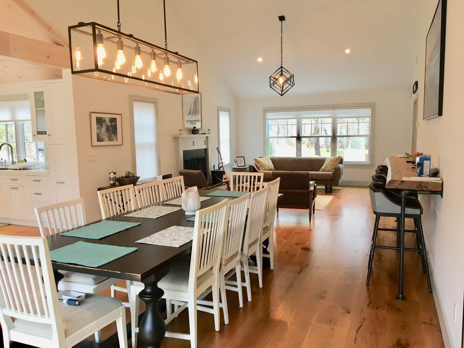 7. Single Family Home at Fabulously Renovated Crisp Clean 4 Bed/4 Bath In Bridgehampton Bridgehampton, NY 11932