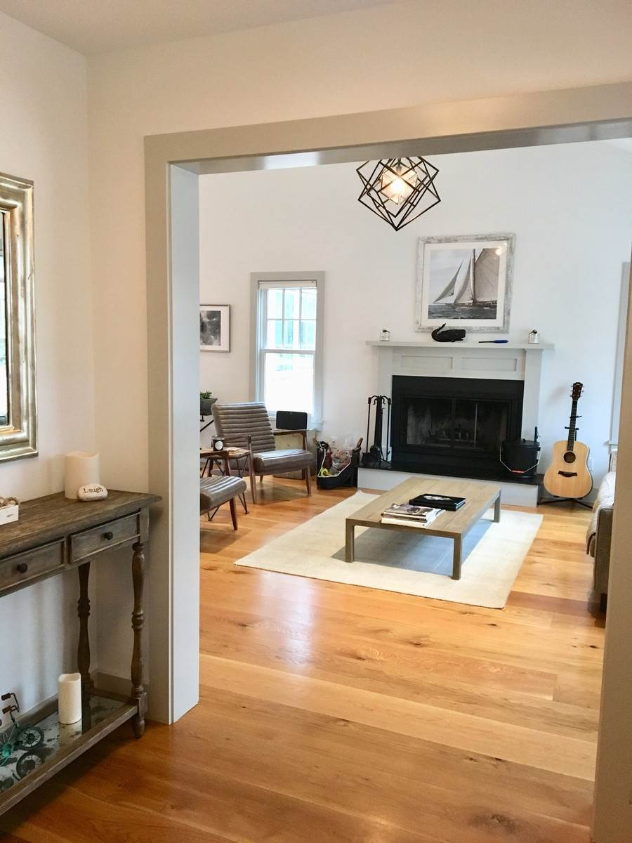 9. Single Family Home at Fabulously Renovated Crisp Clean 4 Bed/4 Bath In Bridgehampton Bridgehampton, NY 11932