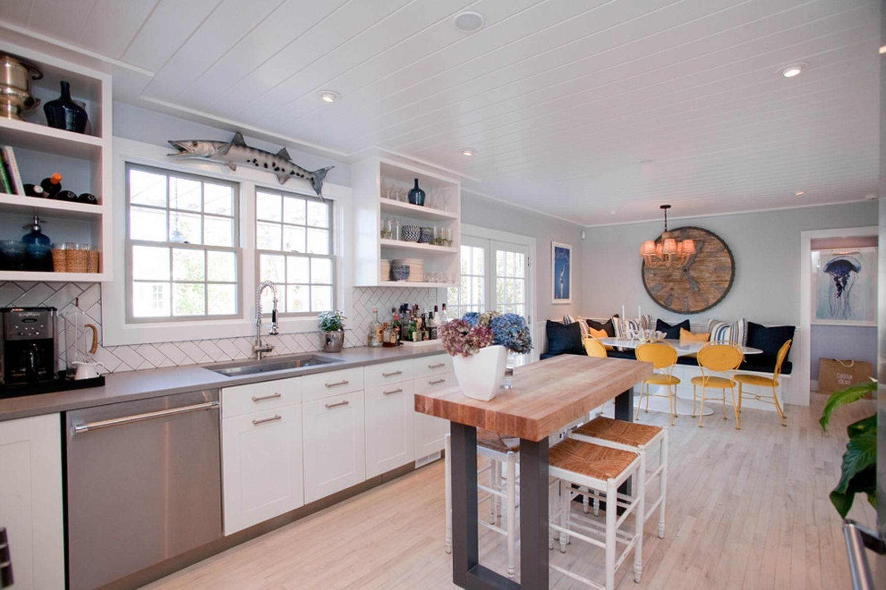 4. Single Family Home at Southampton Village August Rental Southampton, NY 11968